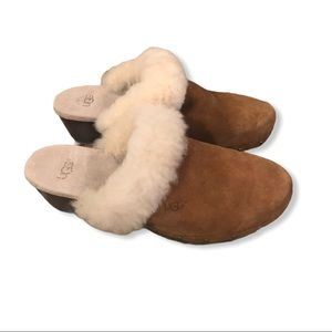 Ugg tan suede clogs size 6(fits like 7)